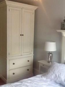 Armoire w 2 drawers 40x82x21