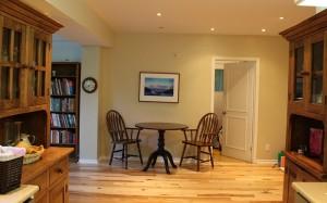 Gardiner suite - Dish dresser - Pantry 38inch Round Pedestal Table